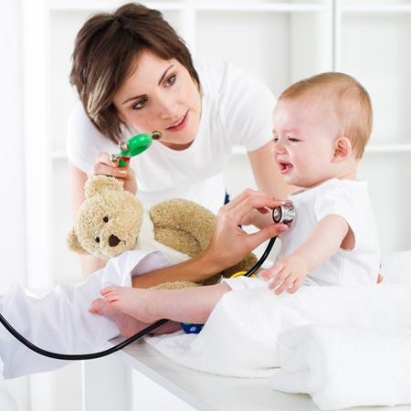 Бронхит у детей: симптомы, диагностика, причины, особенности лечения бронхита у детей медикаментами и при помощи средств народной медицины