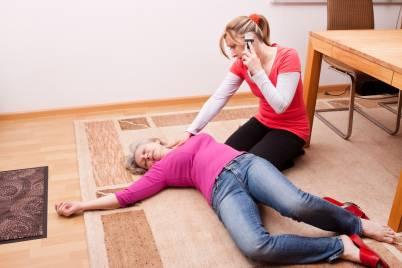 Потеря сознания: причины и первая помощь при обмороке
