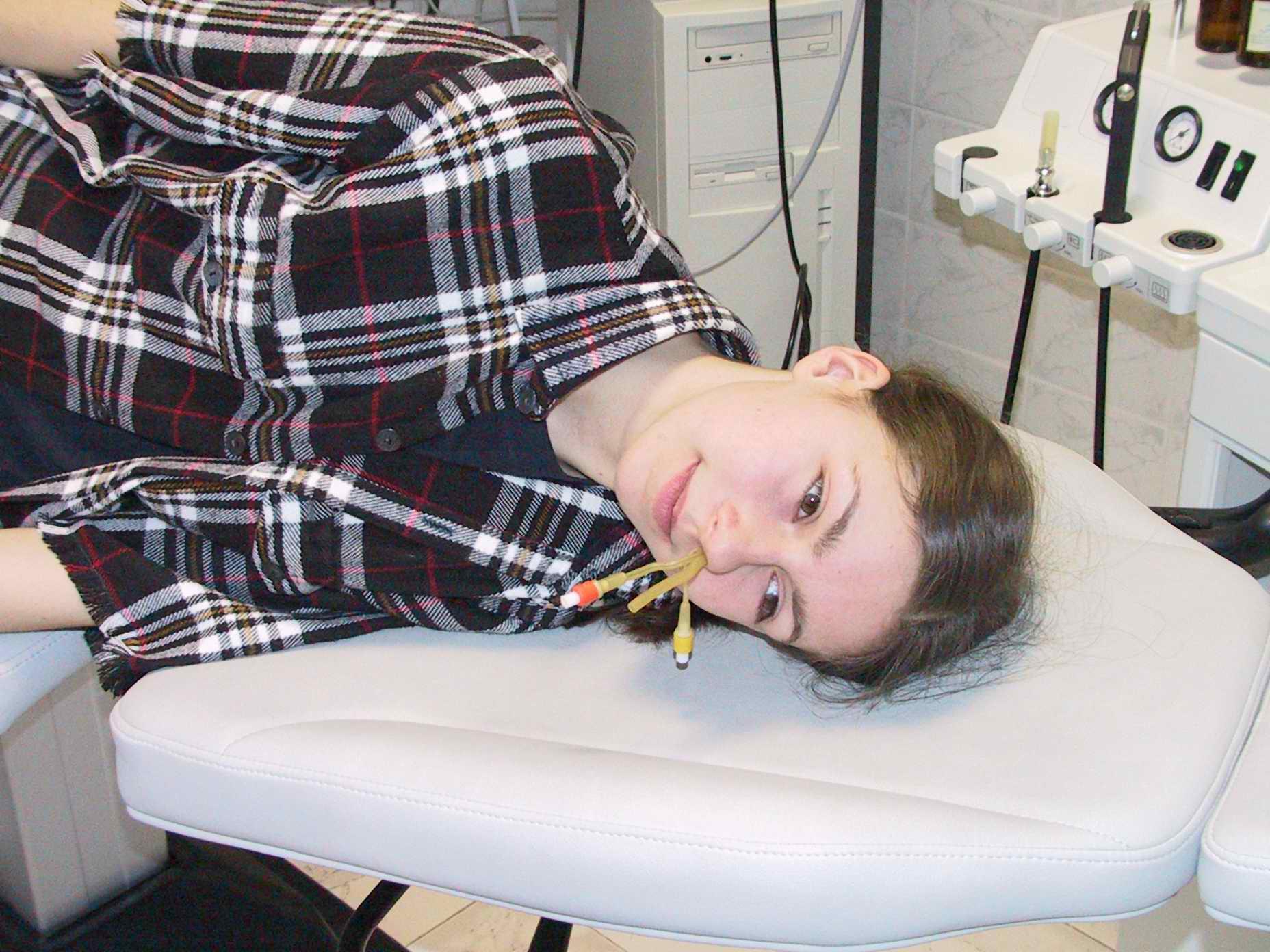 Промывание носа с помощью специалистов