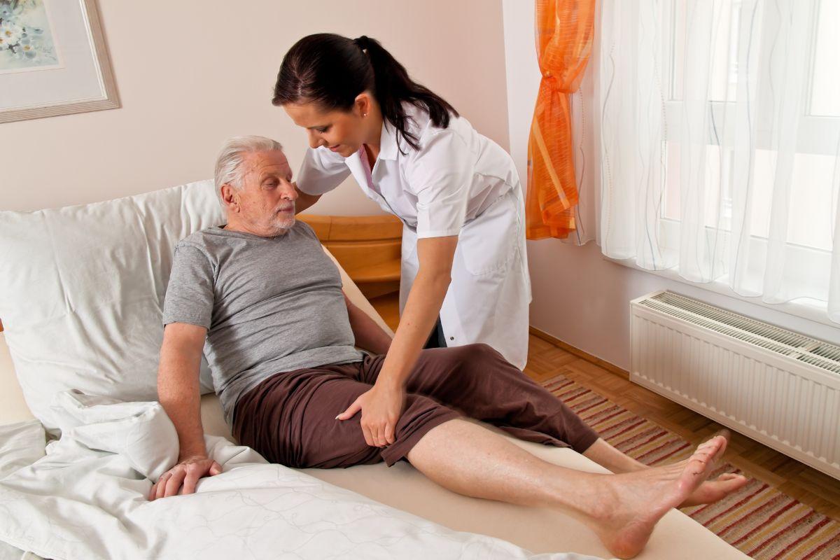 Чем можно помочь лежачему больному при пролежнях