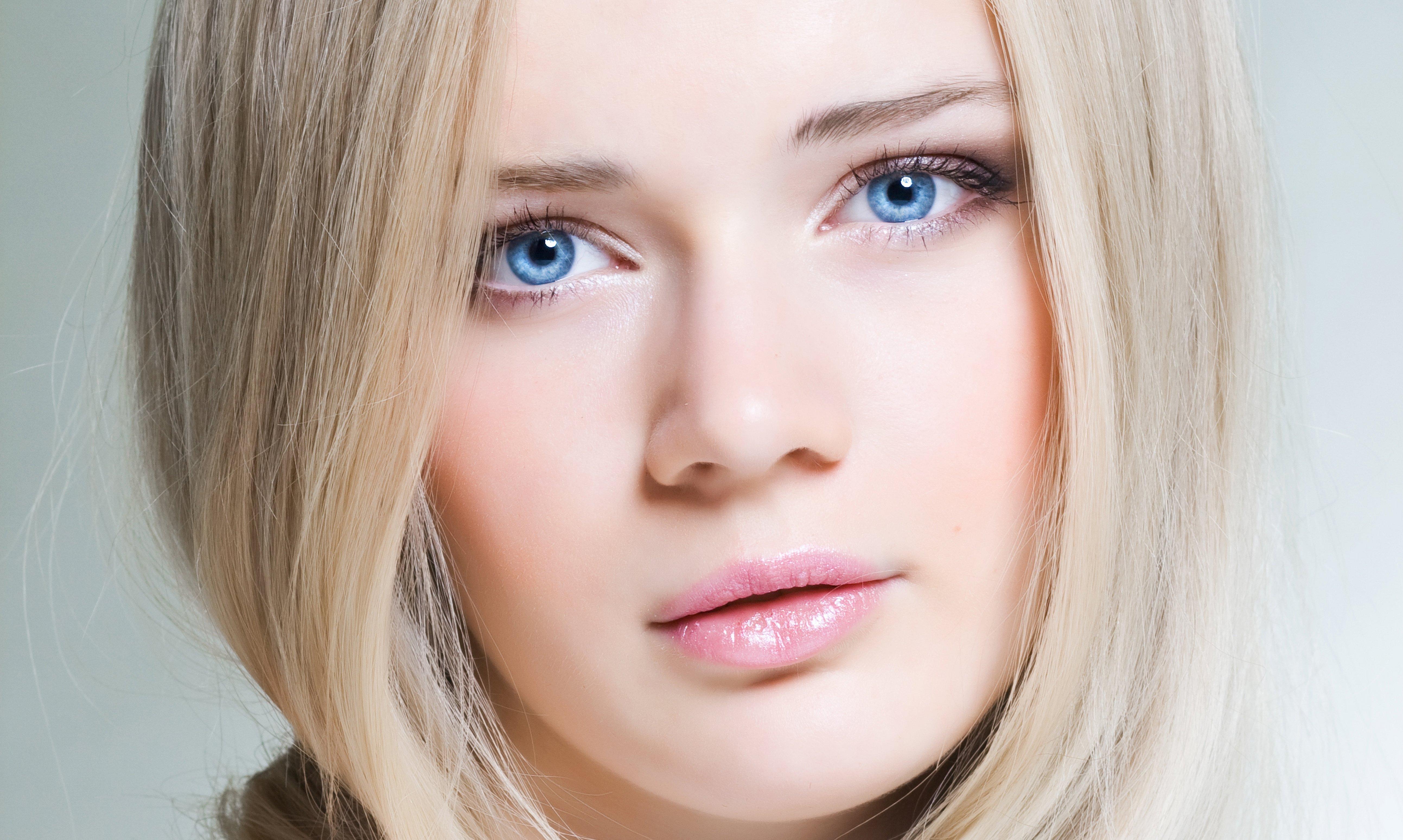 лицо-прекрасной-голубоглазой-блондинки