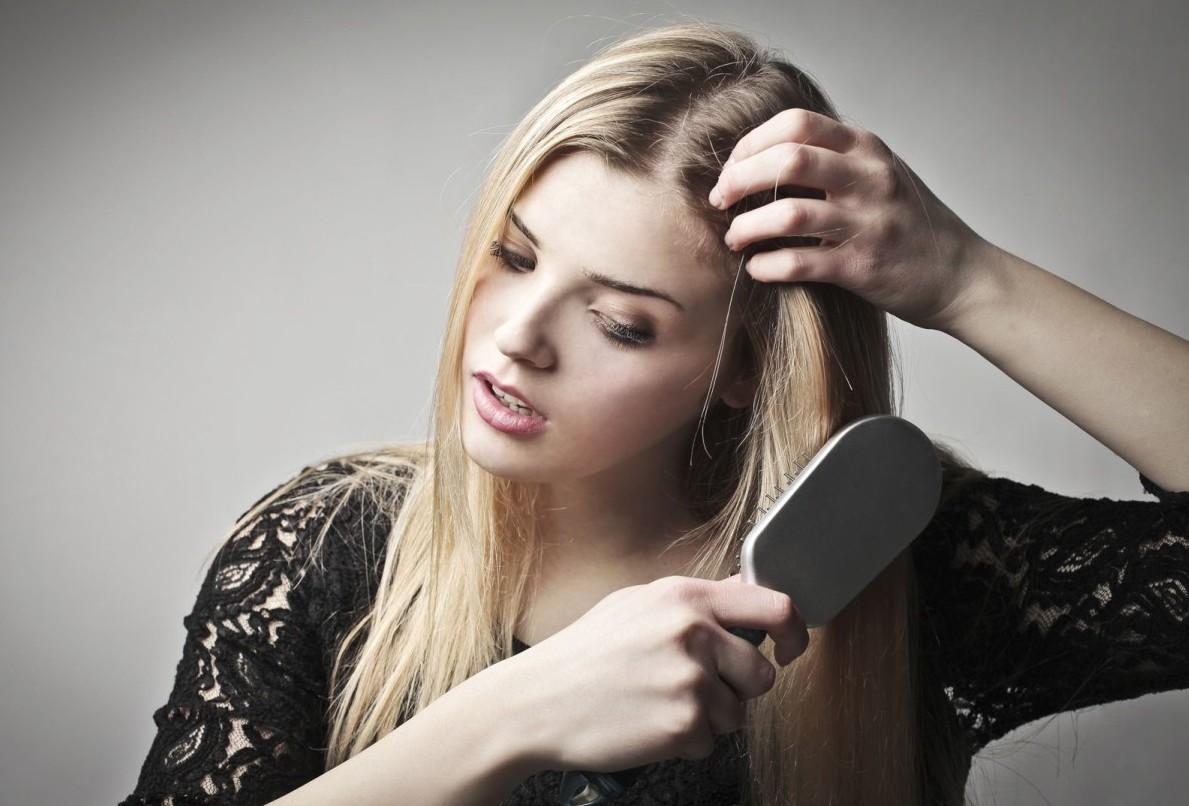 Причины выпадения волос с луковицей и методы лечения