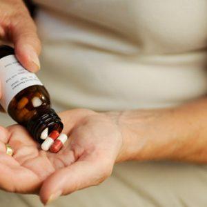 5086363-3kogda-jenschine-prinimat-gormonalnyie-preparatyi