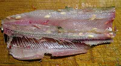 Сырая рыба в своими руками