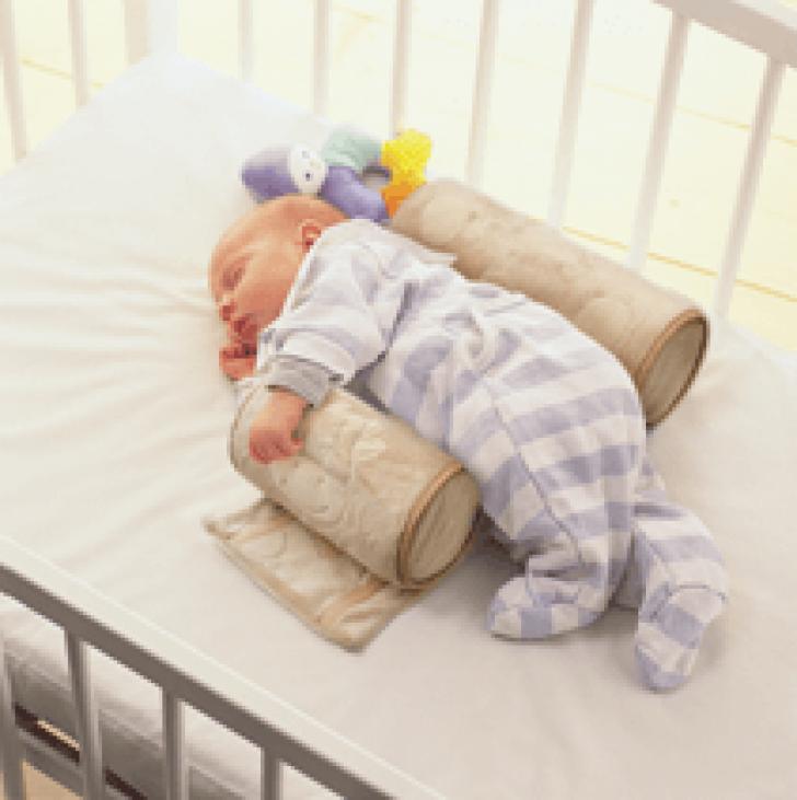 Как класть новорожденного в кроватку после кормления