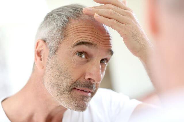 Седина у мужчин молодого возраста — причины появления