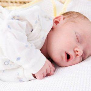 Ребенок потеет во сне: причины