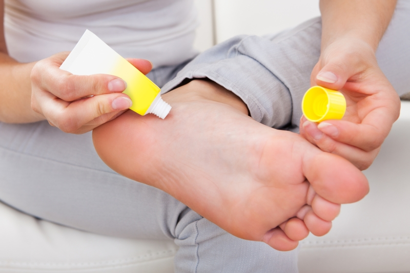 apply-cream-on-your-feet-Dont-let-the-cold-season-ruin-your-pedicure