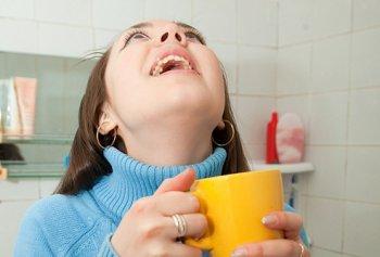 Чем нужно полоскать горло при ангине