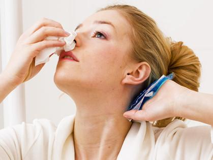 Носовое кровотечение – причины и первая помощь