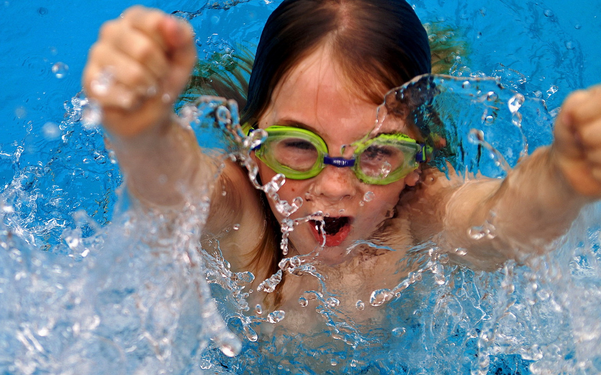 People_Children_The_floating_girl_020969_