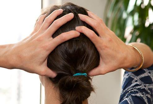 Болит голова затылок причины