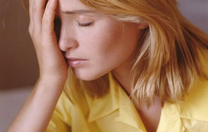 Болит голова и мушки перед глазами причины