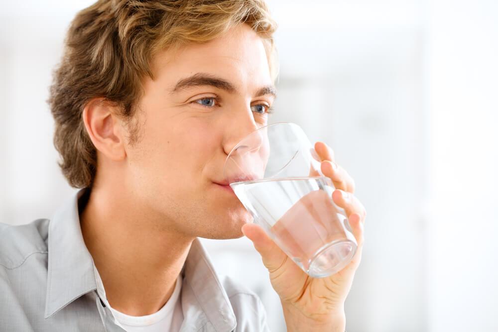 Сухость во рту — причины какой болезни у женщин?